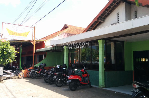 rumah makan padang giwangan jl baron