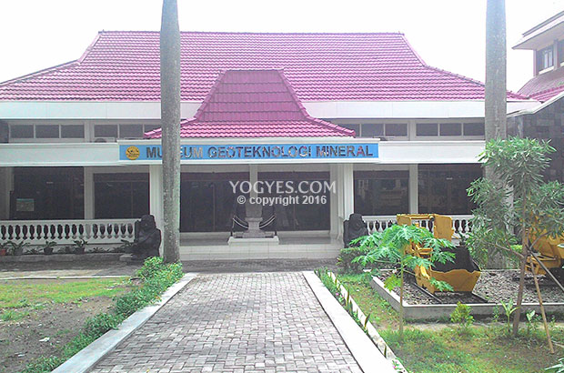 museum geoteknologi mineral upn veteran yogyakarta